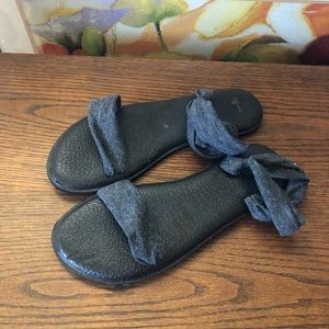 Sanuk sandal with ankle strap!